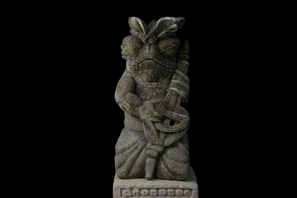 grenouille statue bali guitare