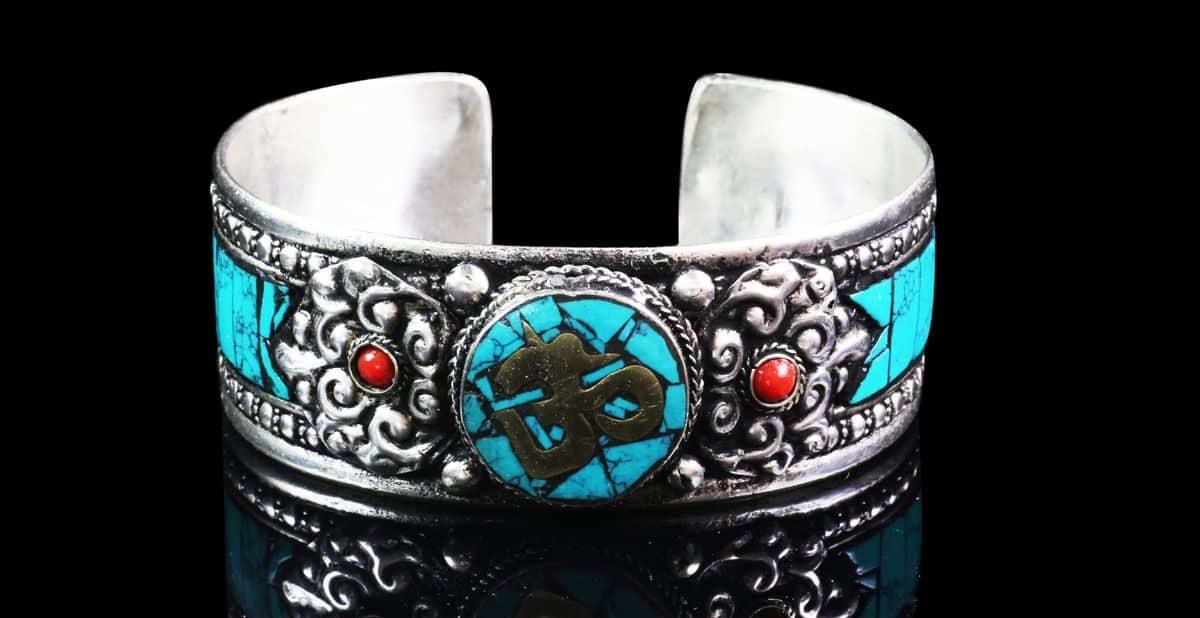Om Aum Bracelet tibétain Turquoise Mes Indes Galantes Bouddhisme Hindouisme