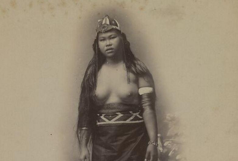 BORNEO femme Dayak
