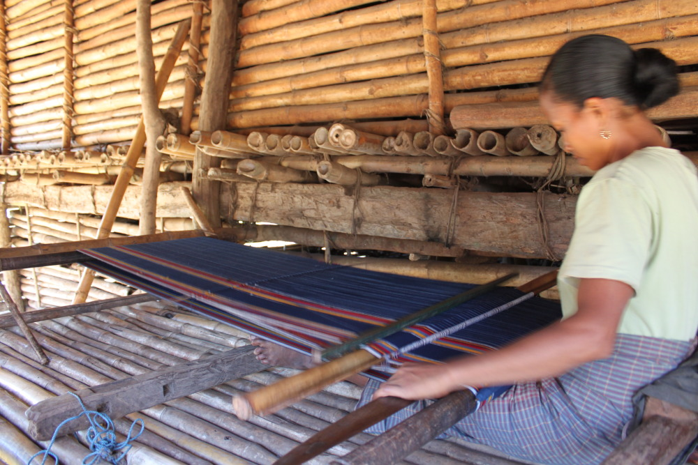Ikat Tissu indonésien Tissu artisanal Tissage Mes Indes Galantes
