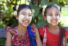 Birmanie: longyi et thanaka.
