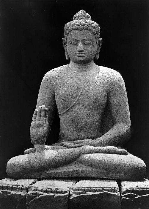 Amogasiddha-statue-java-borobodur