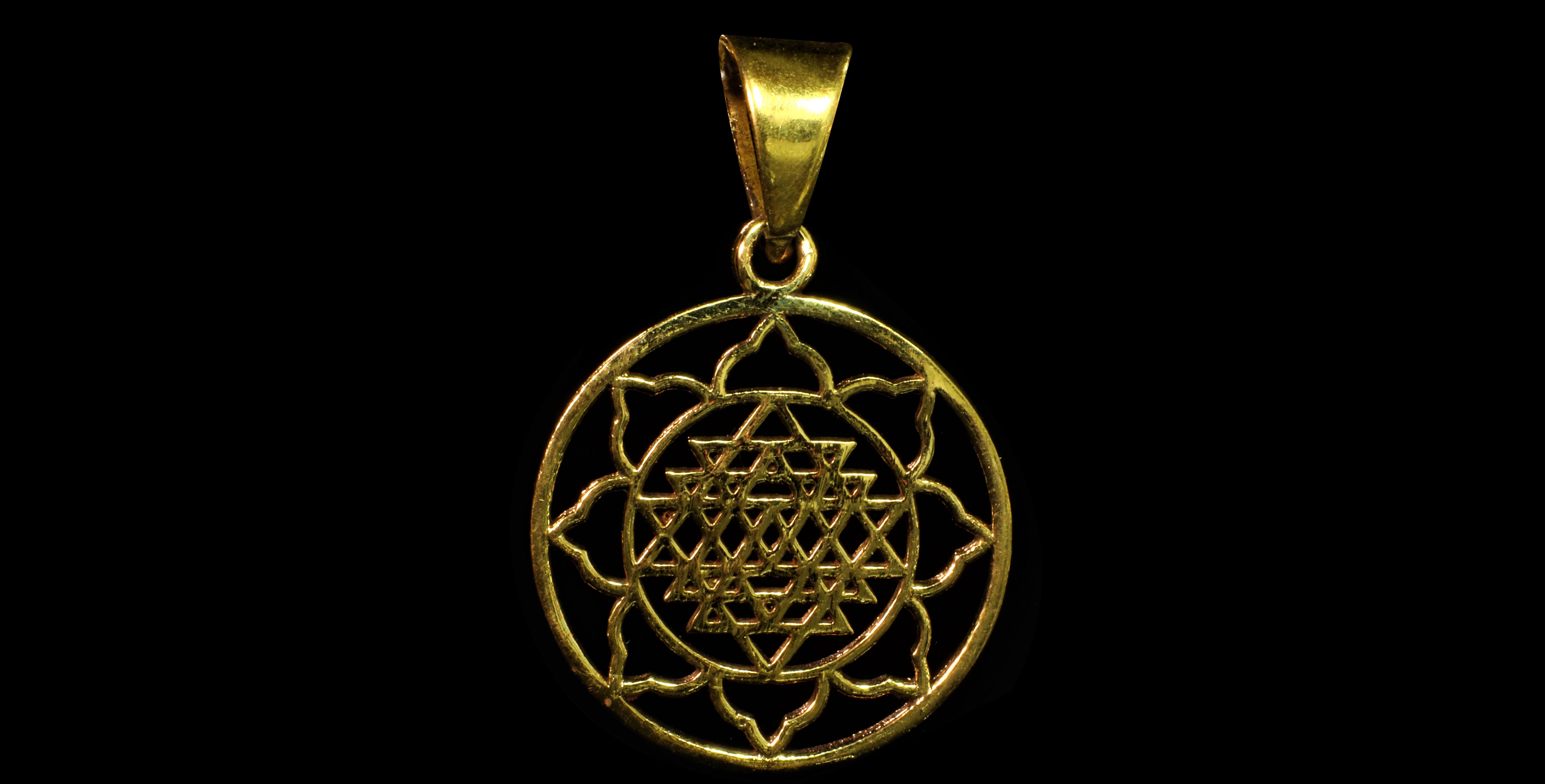 pendentifs roue neuf triangle  yoga paris mes indes galantes