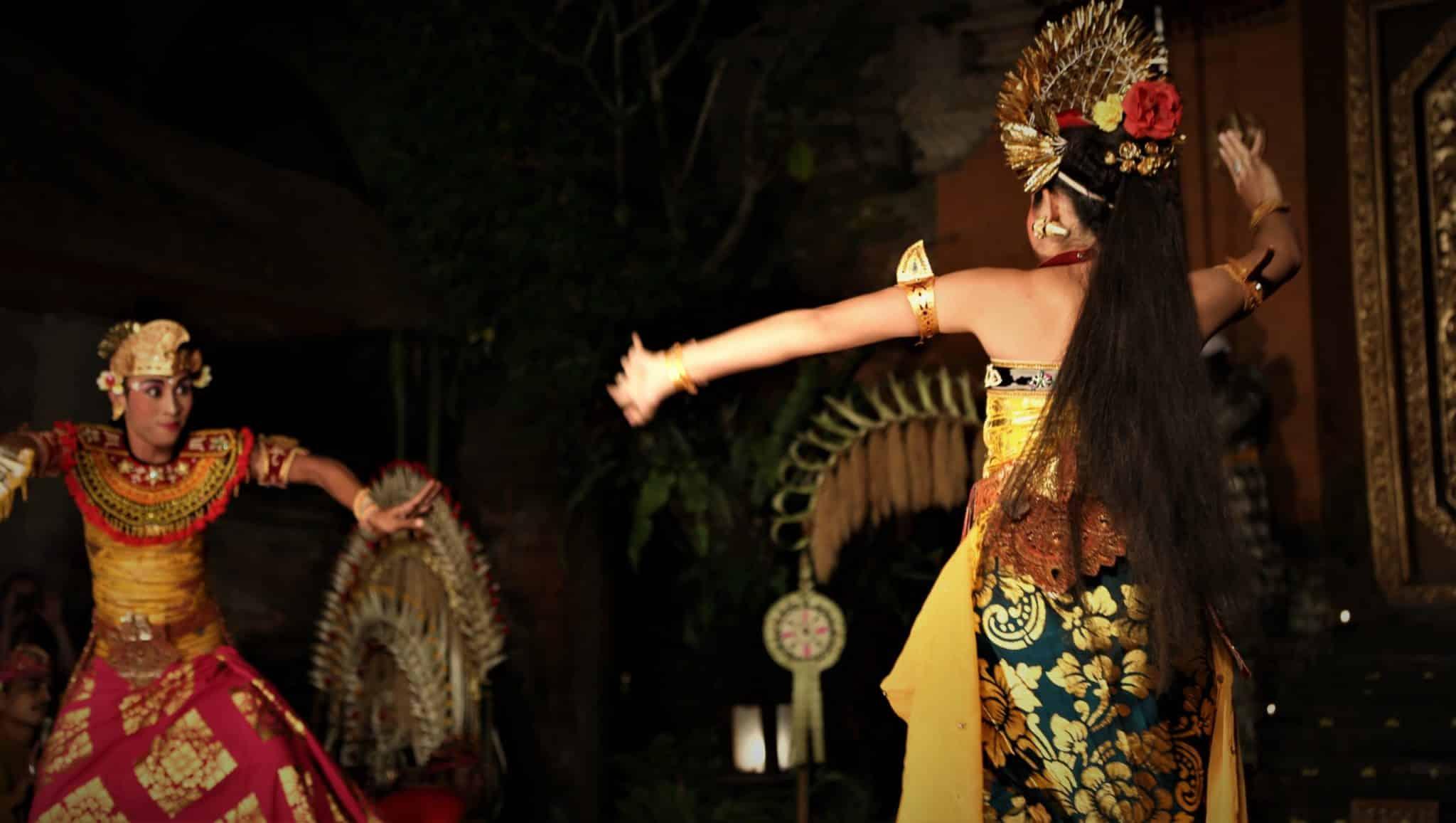 Prada Feuille d'or Danse balinaise Mes Indes Galantes Blog
